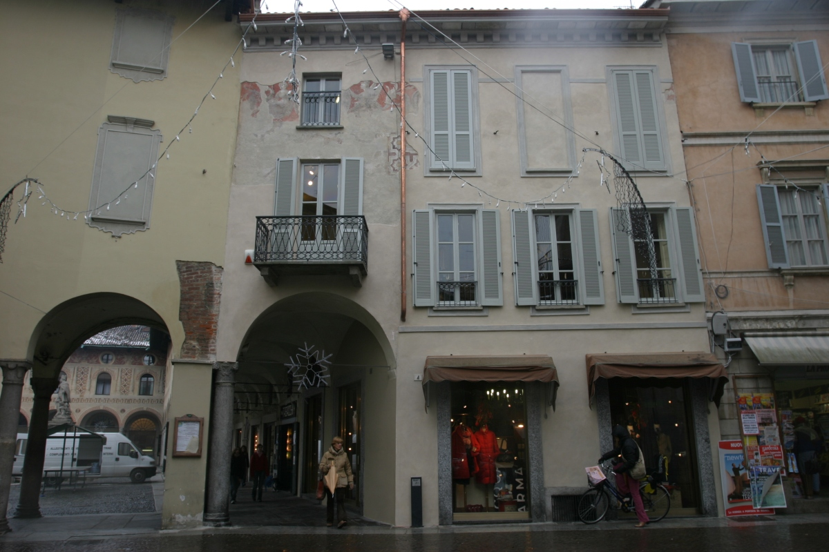 Piazza Ducale Vigevano – Recupero e restauro degli affreschi originali sulla facciata di via G. Silva