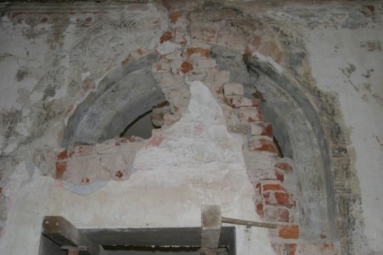 Durante il discialbo del primo piano - L'apertura ad arco originale quattrocentesca