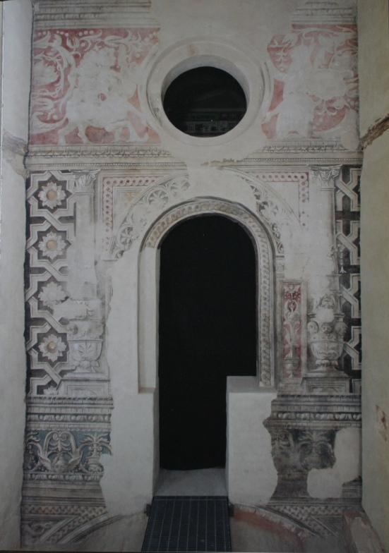 La parete con gli affreschi originali quattrocenteschi a restauro ultimato