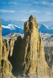 Il processo sedimentarioLa guglia del Daint de Mesdì, nelle Dolomiti (Gruppo del Sella). (R. Ghedina)
