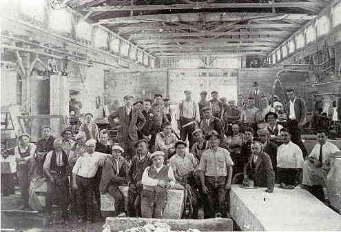 Operai all'interno del  Laboratorio Bianchi  a Barre Vermont  nei primi anni del '900