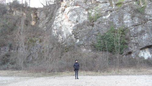 Una delle cave dismesse di Ispra (VA). E sì, quella in foto sono io.