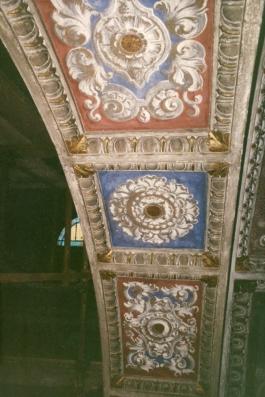 Sott'arco Cappella della Madonna. Prima del restauro con le decorazioni del novecento.