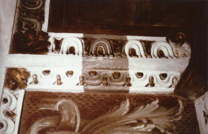 Cappella della Madonna. Particolare degli stucchi dorati durante il discialbo.