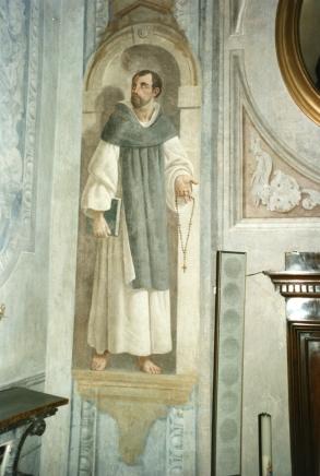 Cappella della Madonna.   Parete dell'altare. Decorazione ad affresco di metà ottocento dopo i restauri.