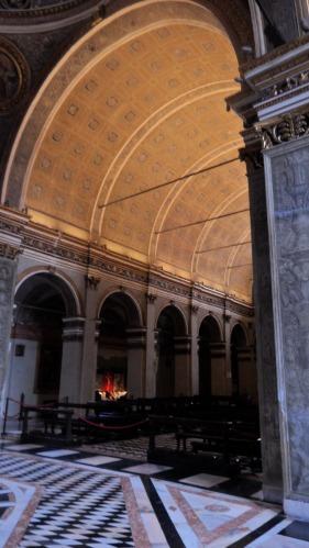 Santa Maria presso San Satiro Milano - Colonnato destro navata centrale -