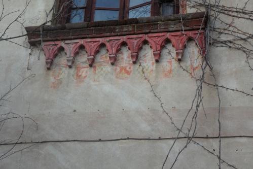 Villa Cascina Sforzesca Vigevano - Colombarone di sud/ovest. Frammenti di decorazione pittorica sotto la finestra del primo piano.