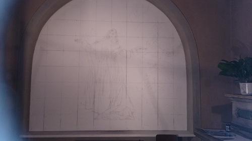 Mauro Nicora, 2015 - Assunzione - Chiesa di Santa Maria nascente, Bodio-Lomnago (VA). Sulla parete è stato riportato il disegno del paesaggio seguendo i punti di riferimento forniti  dalla quadrettatura e posizionato lo spolvero della figura della Madonna.