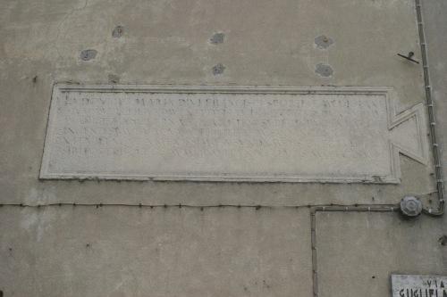 Lapide sulla facciata nord  su Via G. da Camino prima dei restauri
