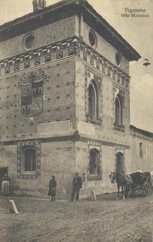 La Sforzesca di Vigevano, Colombarone di nord/ovest  con le lapidi murate in una foto dei primi anni del novecento.